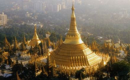 Foreign Businesses Flock to Myanmar